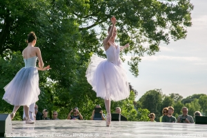 Kongelig Ballet foran Gåsetårnet