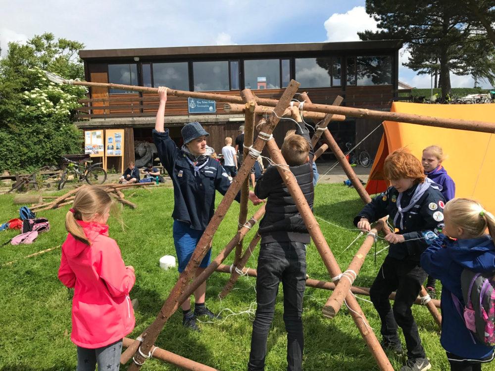 Skoleelever på besøg hos Vordingborg Søspejderne