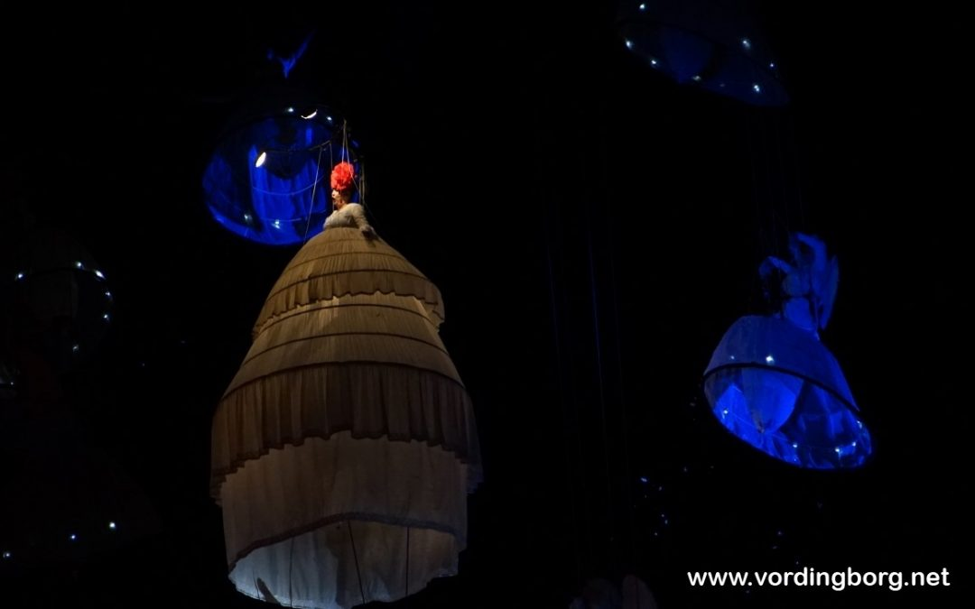 Flot afslutning på Waves Festival 2017 med svævende engle over Slotstorvet [Video]