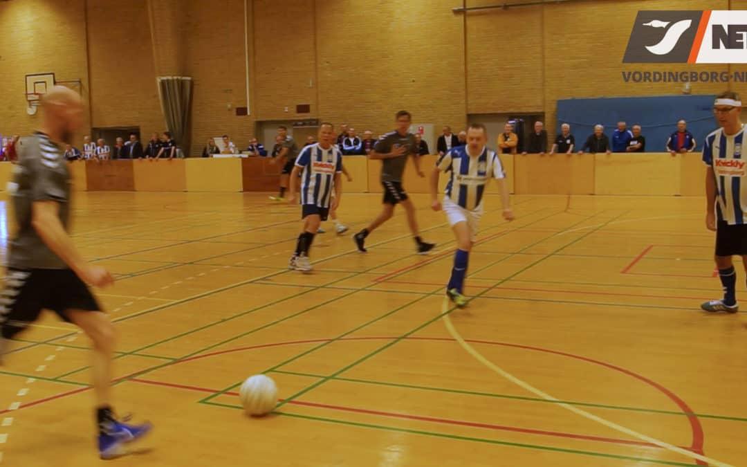 For andet år i træk blev der afholdt indendørs fodboldstævne for spillere med kronisk sygdom [video]