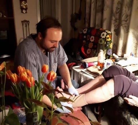 Hør folketingskandidat fortælle om sin 8-timers vagt som hjemmehjælper