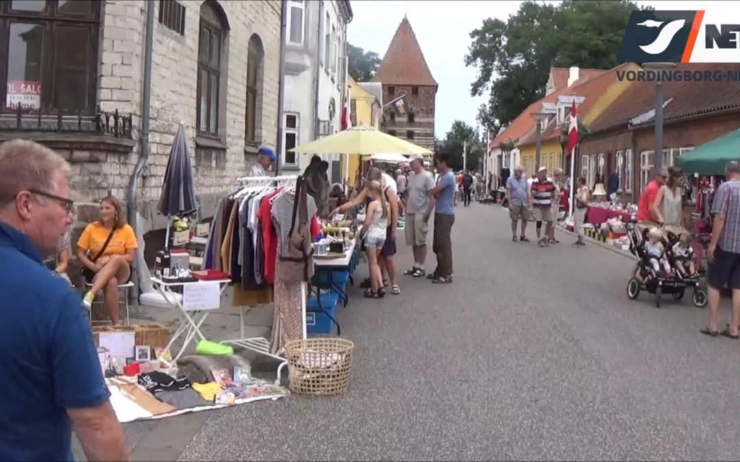 Tag med på et besøg hos Tirsdagsmarked i Stege