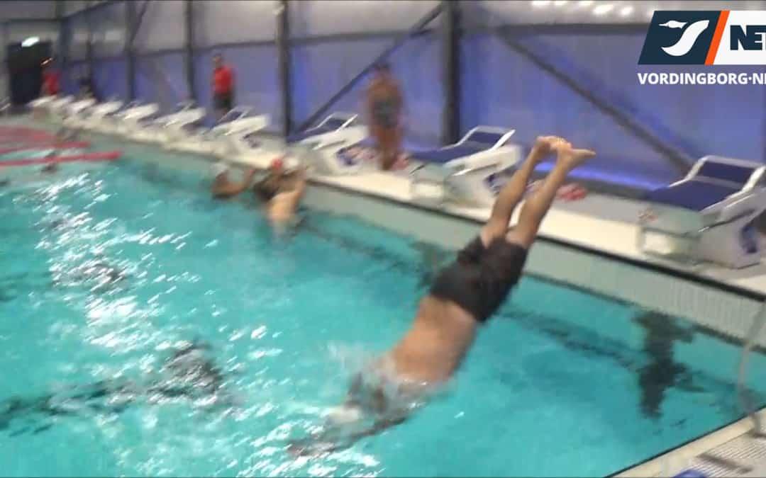 Se borgmesteren tage en morgendukkert i den nye svømmehal [Video]