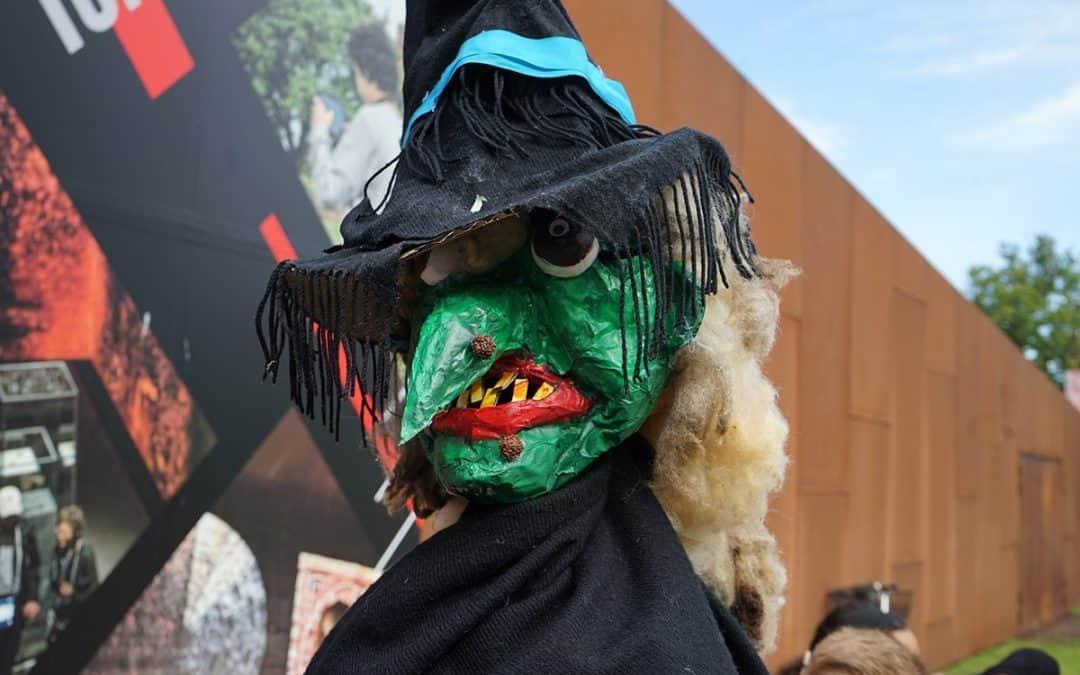Elever har lavet heksen til Sankt Hans-bålet på Danmarks Borgcenter