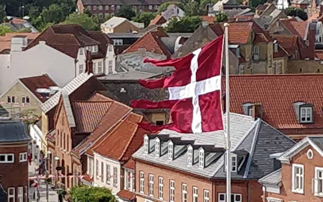 """Nyt """"gammelt"""" Dannebrog afsløret i Vordingborg"""
