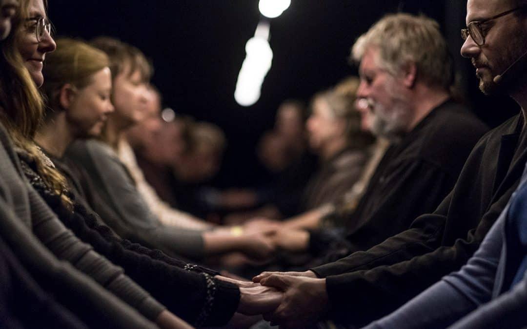 Mere teater efter Waves – Oplev Cantabile 2 forestillingen The Time Being 2.0 på dansk på Vordingborg Teater