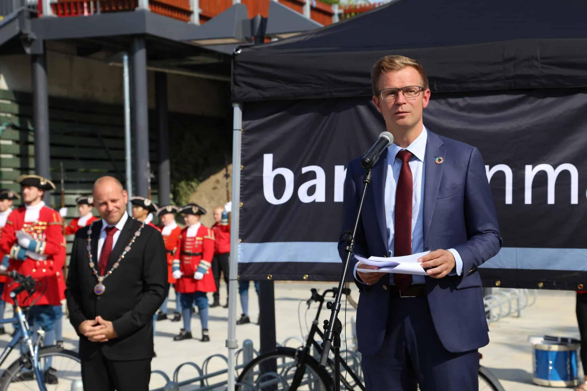 """""""Tak for tålmodigheden"""", sagde Transportministeren til indvidelse af ny station i Vordingborg"""