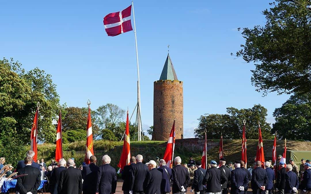 """Den nationale flagdag blev markeret på Slotstorvet i Vordingborg – """"I gør en forskel"""""""