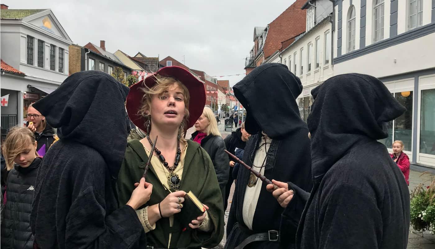 Troldmænd, hekse og mytiske dyr sluppet løs i Algade