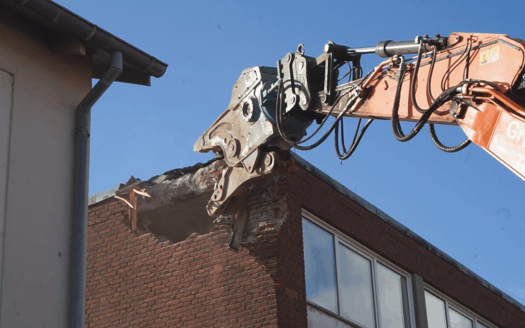 Nedrivning i forbindelse med byfornyelse ved stationen i Vordingborg tager til [Video]