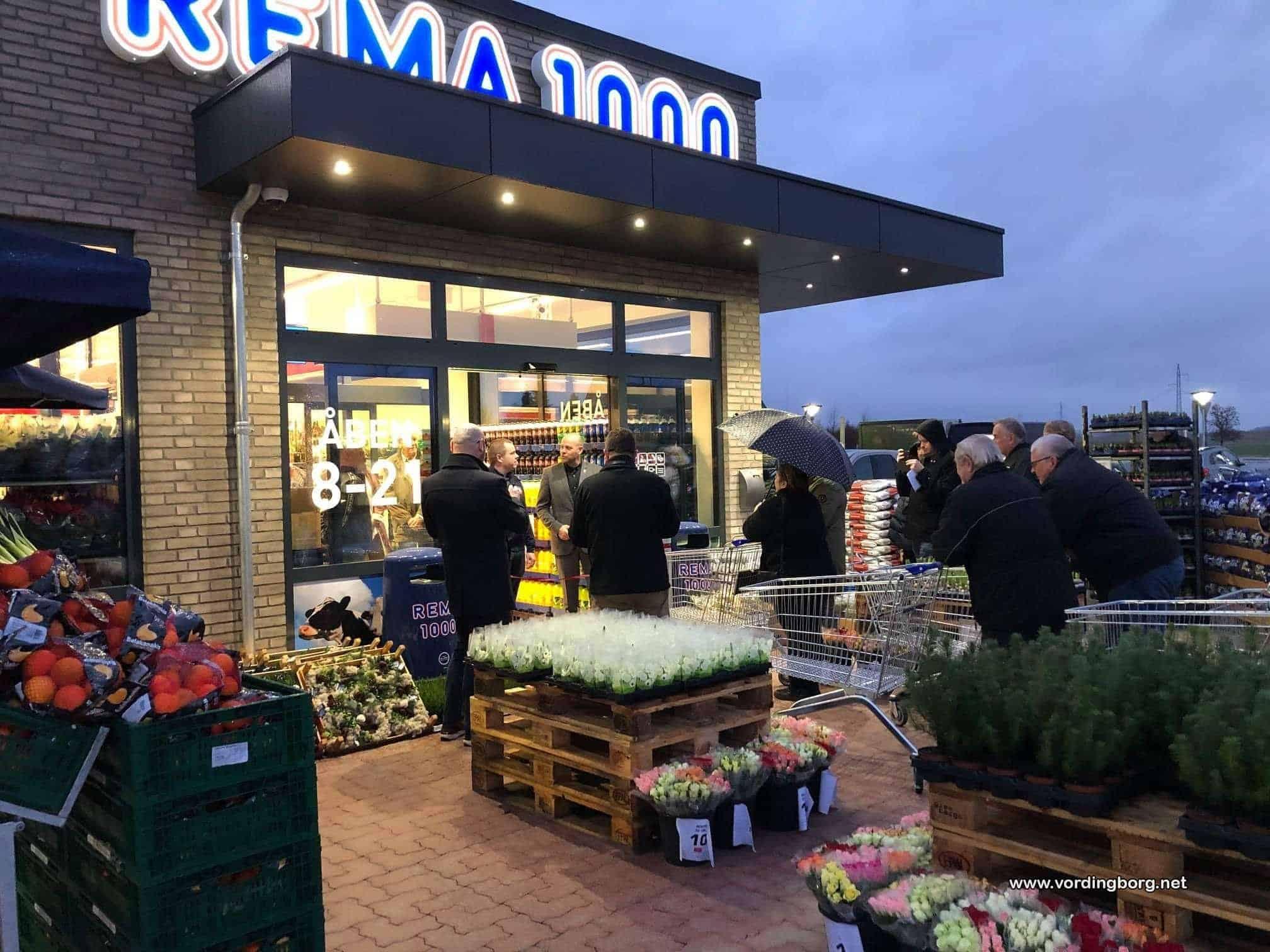 Rema 1000 i Køng åbnede med lang kø
